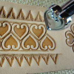 O85 Heart Geometric Pro Leather Carvers