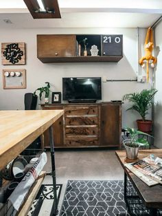 Wood and metal complete the coffee shop-inspired look of this cozy city haven Condo Design, Studio Design, Warm Industrial, Inspiration Boards, Reno Ideas, Studio Apartment, Wood And Metal, House Tours, Coffee Shop