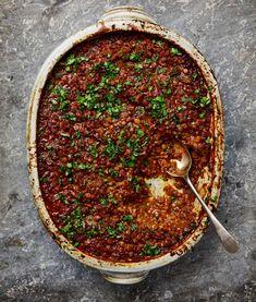 Yotam Ottolenghi's mushroom recipes - ragu Yotam Ottolenghi, Ottolenghi Recipes, Oyster Mushroom Recipe, Mushroom Recipes, Roasted Mushrooms, Stuffed Mushrooms, Stuffed Peppers, Porcini Mushrooms, Cooking Recipes