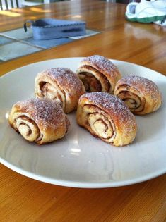 Kanelgifflar med sockertopp - Emmas Julblogg Fika, Sweet Bread, Baking Recipes, Food To Make, Biscuits, French Toast, Bakery, Food And Drink, Sweets