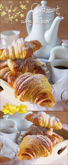 #Croissant come al #bar deliziosi per una #colazione da sogno. Ricetta fotografata passo passo #comfortfood #recipes #food