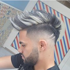 A wide variety of new hair trends for men emerging in In general, looks are getting longer and looser but some retro hairstyles are back in style. Fades are still going strong with all kinds zum Anprobieren 31 Cool Men's Hairstyles Cool Hairstyles For Men, Retro Hairstyles, Hairstyles Haircuts, Haircuts For Men, Hair And Beard Styles, Curly Hair Styles, Mens Hair Colour, New Hair Trends, Fade Haircut