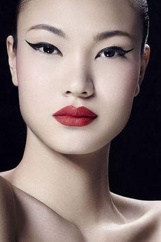 Asian beauty, beauty makeup и beauty. Beautiful Asian Women, Beautiful Eyes, Beauty Makeup, Eye Makeup, Geisha Makeup, Retro Makeup, Face Photography, Maquillage Halloween, Foto Art