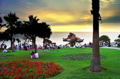 Lima-Parque del Amor en Miraflores Lima, del Artista Victor Delfin de Lobitos Talara al norte del Perú.