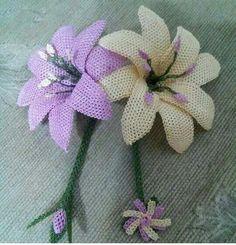Burlap Flowers, Satin Flowers, Burlap Crafts, Baby Knitting Patterns, Needle And Thread, Needlework, Elsa, Sculpture, Creative