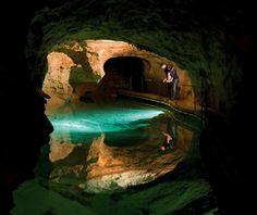 De 14 mooiste grotten ter wereld