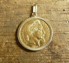 Pendant, pendant piece to wear it piece stoned gold with 20 Francs Napoleon Maggie head Laura Lee, Gold Bangles, Gold Jewelry, Louis D'or, Yellow Gold Rings, Gold Gold, Coin Ring, Stone Gold, Gold Style