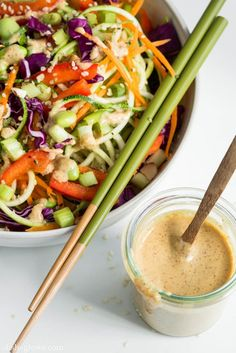 Craving pad thai? This rainbow version is #raw and radical! (and making us totally ravenous...) This was very good...