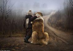 76 El niño que susurraba a los animales: Las fotografías íntimas de una madre capturan el vínculo especial de sus hijos con los animales