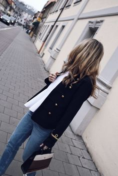 3 Cozy Fall Outfits to copy right now 3 Cozy Fall Outfits to copy right nowCaution – this one might come as quite a bummer to you: Autumn in Europe is slowly but surely coming to Military Jacket Outfits, Military Style Jackets, Blazer Outfits, Cozy Fall Outfits, Walking, Spring Jackets, Fall Looks, Military Fashion, People