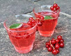 Das perfekte Sommergetränk: Je ein Esslöffel kalten Sirup in ein Glas geben, mit Mineralwasser auffüllen und servieren. Toll schmeckt der...