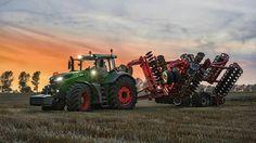 Fendt 1050 cultivating arable land