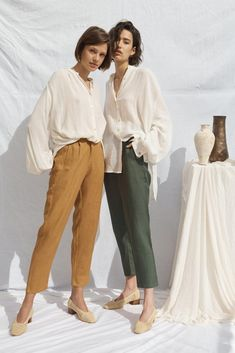 Clothing Photography, Fashion Photography, Photoshoot Inspiration, Style Inspiration, Fashion Casual, Trousers Women, Linen Trousers, Facon, Piece Of Clothing