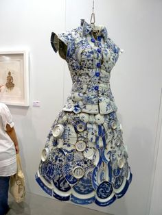 the recent Art Hong Kong fair introduced us to the stunning porcelain dress of Beijing artist Li Xiaofeng. Xiaofeng creates clothing from porcelain fragments from the Ming, Qing and Song dynasties and even more amazing are that they are wearable. Art Mannequin, Art Plastique, Mosaic Art, Wearable Art, Sculpture Art, Ceramic Sculptures, Dress Making, Creations, Blue And White