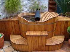 10 spas and outdoor spas you deserve Soaking in a hot tub is an effective way to cool your body and your soul, it is also to warm your body when the days get colder. Japanese Soaking Tubs, Japanese Bath, Hot Tub Deck, Hot Tub Backyard, Whirlpool Deck, Outdoor Tub, Hot Tub Garden, Wood, Hot Tubs