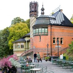 Välkommen till Helin & Voltaire    Café, restaurang & festvåning  Djurgården  Rosendalsvägen 14  Tel: 08 664 51 08  E-mail: info@helinvoltaire.com    Cafét öppet:  Månd-Lörd 9-17  Sönd 10-17