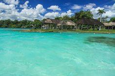 Parece el Caribe pero es una laguna de 7 colores en México (Laguna Bacalar)