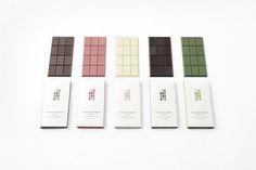 """今年もバレンタインデーが近付き、さまざまなチョコレートショップがこだわりの新商品を展開していますね。 デザインスタジオ「nendo」は、先日の""""フラスコチョコレート""""とともにちょっと変わったコンセプトのチョコレートを発売しました。 1枚で12種類のデザインが楽しめる 「chocolatexturebar」は、"""