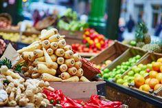 """""""Tandis que je sors œufs bio, ail, chou, poireaux, olives, sardines, féta, vinaigre de cidre, salade, pommes, amandes et chocolat noir, je vois autour de moi des caddies remplis de sacs multicolores de biscuits apéritifs, de bonbons, de yaourts aux fruits, de canettes en tout genre, de frites et pizzas surgelées et de pâtes à tartiner""""... https://www.santenatureinnovation.com/nous-gagnons/"""