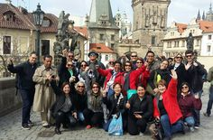Fotografía: Marcia Nascimento -Praga -Puente de Carlos Abril 2016 Louvre, Street View, Travel, Group Photos, Prague, Bridges, Trips, Viajes, Traveling