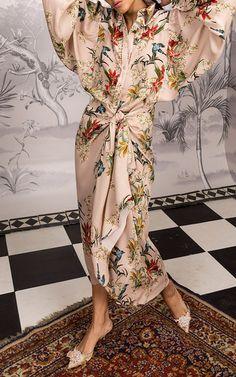 Johanna Ortiz Fall 2018 Ready-to-Wear Fashion Show Collection: See the complete Johanna Ortiz Fall 2018 Ready-to-Wear collection. Look 28 Kimono Fashion, Fashion Dresses, Maxi Dresses, Moda Kimono, Estilo Floral, Looks Style, My Style, Estilo Fashion, Fashion Show Collection