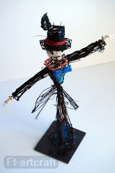 "Scarecrow from Howl's Moving Castle.  I love how the artist embraced the ""wispiness"" of the 3d pen.  Way cool. From: http://ft-artcraft.deviantart.com/"