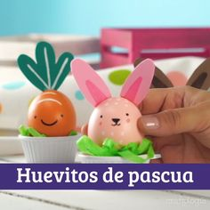 Te damos muchas ideas para que decores todos tus huevitos de PASCUA. Egg Crafts, Easter Crafts For Kids, Preschool Crafts, Diy For Kids, Easter Activities, Activities For Kids, Hello Kitty Halloween, Chocolate Diy, Easter Egg Designs