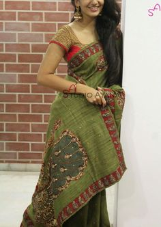suits all! Indian Silk Sarees, Indian Bridal Lehenga, Indian Beauty Saree, Indian Dresses, Indian Outfits, Kalamkari Saree, Simple Sarees, Saree Trends, Stylish Sarees