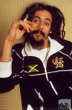 The Marleys - Damian Marley Bob Marley Legend, Reggae Bob Marley, Reggae Style, Reggae Music, Bob Marley Smoking, Marley Brothers, Rastafarian Culture, Bob Marley Pictures, Marley Family