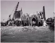 Helaas wordt een van de mooiste kerken van Tilburg afgebroken. De kerk aan de Noordhoek.