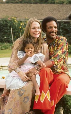 Quincy Jones is photographed with wife, actress Peggy Lipton of the television show Mod Squad fame, and their daughter Kidada poolside at their California . Peggy Lipton Quincy Jones, Quincy Jones Wife, Jones Family, We Are Family, Twin Peaks, Daughter, Couple Photos, American, Celebrities