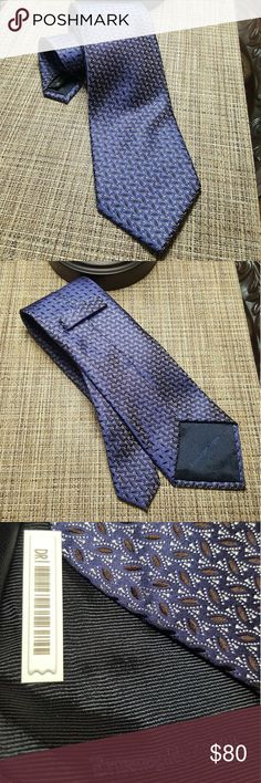 Ermenegildo Zegna Necktie 100% Silk Made In Italy This tie is an excellent condition no wrinkles,tears or snags. It is approximately 60 inches in length by 3.5 inches wide at its widest point.  This is a really nice looking tie..Thanks for Looking! Ermenegildo Zegna Accessories Ties