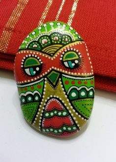 Hand Painted Pebble Owl by ISassiDellAdriatico on Etsy, €12.50