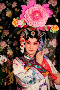 """Princess Iron Mirror is a character in the """"The Fourth Son of the General Yang Family Visits His Mother"""" Beijing Opera (Also called the Peking Opera). The Opera has been part of Beijing culture since the 18th century and combines music, vocal performance, mime, dance and acrobatics. Be sure to see an opera performance when you study abroad on CAPA International Education's Beijing program!"""