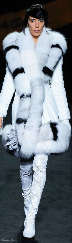 Fendi Fall 2015 Couture Fashion Show Fur Fashion, White Fashion, Couture Fashion, Love Fashion, Runway Fashion, Fashion Show, Fendi, Couture 2015, Fabulous Furs