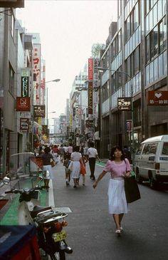 バブル崩壊前の80年代の日本 Showa Period, Showa Era, Old Photos, Vintage Photos, Vintage Stuff, Vintage Photography, Street Photography, Tokyo City, Go To Japan