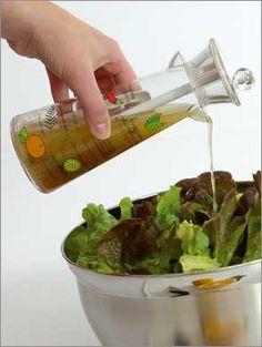 Vinaigrette diététique Préparer une base avec : - 1 c.à.s d'huile - 2 c.à.s de moutarde - 3 c.à.s d'eau - sel - poivre Cette base pourra se conserver plusieurs jours au réfrigérateur. Ajouter à cette base : - Tomates mixées (ou jus de carottes ou autres...