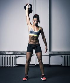 Get in Your Cardio and Strength Training With This Sweaty CrossFit Workout Entra en tu entrenamiento cardiovascular y de fuerza con este entrenamiento de CrossFit sudoroso de 30 minutos Photos Fitness, Fitness Models, Sport Fitness, Fitness Equipment, Muscle Fitness, Fitness Tracker, Kettlebell Training, Workout Kettlebell, Kettlebell Benefits
