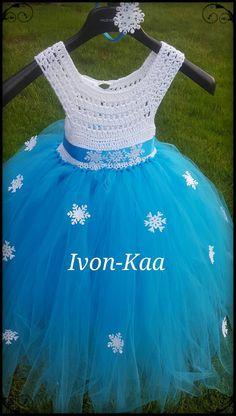 Crochet Frozen Elsa dress with Swarovski by IvonKaa on Etsy Crochet Fabric, Crochet Art, Crochet Patterns, Frozen Crochet, Crochet Disney, Baby Girl Crochet, Crochet For Kids, Crotchet Dress, Frozen Elsa Dress
