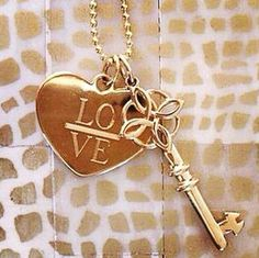 Who holds the key to your heart??? Shop www.stelladot.com/suzycolarte