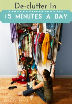 Declutter Your Home In 15 Minutes a Day - Decluttering doesn't have to be overwhelming or take up a full weekend. Check out these tips to help you declutter your house in only 15 minutes a day! Declutter Your Home, Organize Your Life, Organizing Your Home, Organizing Ideas, Decluttering Ideas, Flylady, Ideas Para Organizar, D House, Life Organization