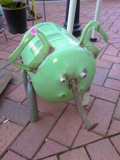 Junk art pig this would be so cool in my yard Metal Art Projects, Welding Projects, Metal Crafts, Metal Yard Art, Scrap Metal Art, Propane Tank Art, Welding Art, Welding Tips, Metal Welding