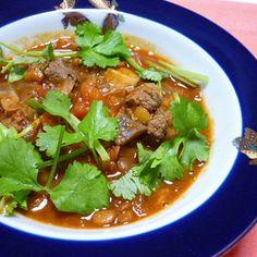 ハーブボールのマグレブ風カレー煮 by レイチさん | レシピブログ - 料理ブログのレシピ満載! モロッコ料理に「ケフタタジン」というミートボール料理がありますが、その変形。カレー粉やカイエンを入れ、よりスパイシーで体の温まる煮込みにしました♪コリアンダーをたっぷりトッピングしていただくのがお勧め