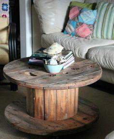 que faire avec un touret bois usé, une table basse dans un style rusrique pour un petit salon moderne Living Room, Furniture, Room, Side Table, Deco, Diy Home Decor, Table, Home Decor, Coffee Table