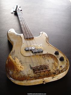 Bass vintage aged precision fender old relic Plus