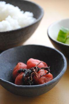 うめぼし - umeboshi - pickled plum with shiso