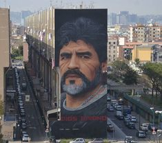 Jorit Agoch new huge Street Art of Diego Maradona found in Naples Italy 🇮🇹 Art Deco Tattoo, Best Places In Italy, Pizza Art, Diego Armando, Cool Art Projects, Beautiful Streets, Mural Art, Wall Mural, Murals
