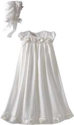 I like the simplicity of the dress. The simple sleeves, and the sweet rosebuds...