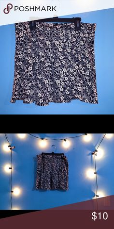 Floral skirt Super cut black  and white floral patterned skirt from forever 21  with a zipper on the side(NOT BRANDY) waist is 28 - 31 Skirts Mini