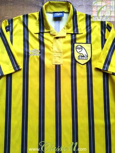 Relive Sheffield Wednesday's 1992/1993 season with this vintage Umbro away football shirt.